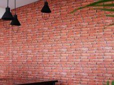 Pemasangan wallpaper di Mantra Guest House Canggu