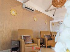Pemasangan wallpaper di Nest Spa & Boutique Sanur