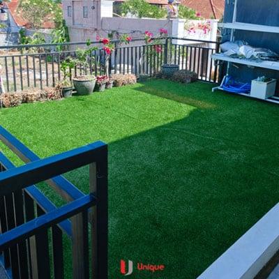 rumput sintetis bisa juga di adaptasi pada roof top rumah